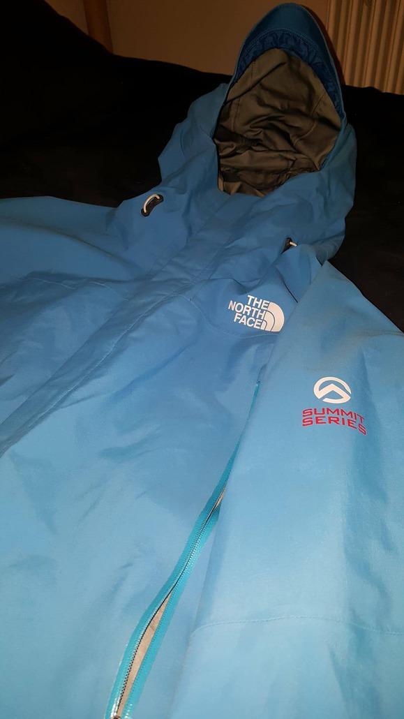 ed58fb5aae Donc dans l'ensemble, cette veste est parfaite pour l'avoir en fond de sac  quand le temps s'annonce capricieux sur les saisons ou des environnements  chauds ...
